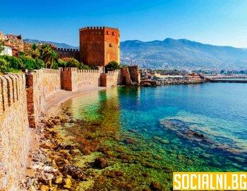 Турция гради стена срещу социализацията