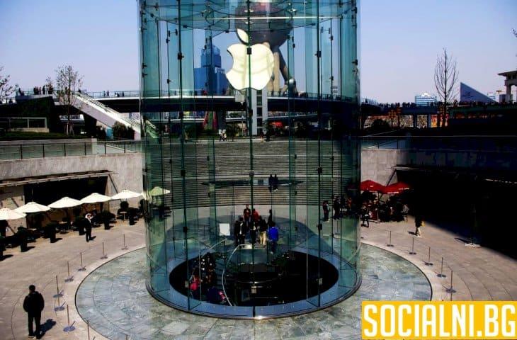 Какво стои зад решението за затваряне на всички магазини на Епъл
