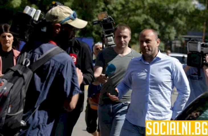 """Три вероятни сценария за бъдещето на акциите на """"Левски"""""""